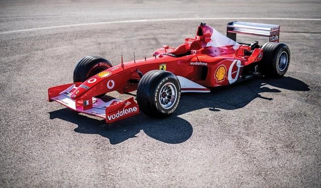 El Ferrari F2002 de Michael Schumacher,...