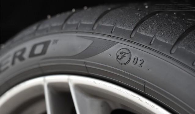 Neumáticos Pirelli con marcaje