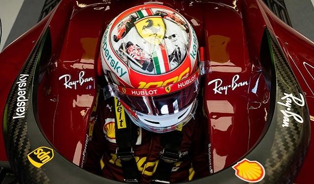 La decoración del casco de Leclerc del GP de la Toscana...