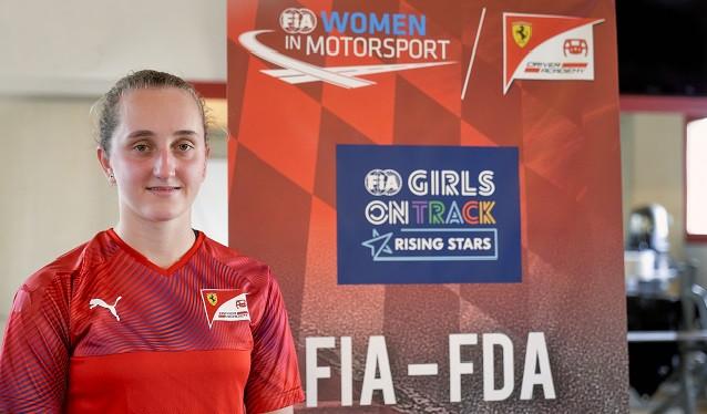 """Ferrari elige a Maya Weug, del programa """"Girls on Track"""""""