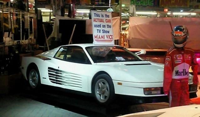 Uno de los dos Ferrari Testarossa originales de Miami Vice, ha sido vendido recientemente